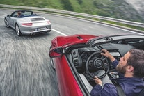 Duel: Jaguar F-Type vs. Porsche 911 Carrera