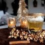 Varm æblemost med ingefær og karameliseret popcorn