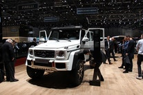 Monster-Mercedes og 3-akslet Land Rover