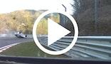 Bang! Nissan GT-R  vs. Renault Clio på Nürburgring