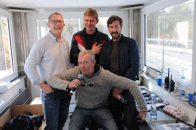 (f.v.) F1-kommentator Peter Hansen og Peter Palshøj, DJ og radiovært Kræde og skuespiller Søren Malling (forest), var blandt speakerne lørdag, hvor speakerboksen også havde besøg af tv-vært Anders Breinholdt og sangeren Malene Qvist