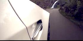 BMW M3 brøler op af norsk bjergvej