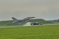 F16 Fighting Falcon vs. Lamborghini Aventador