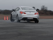 Video: Bag rattet i Hyundai Genesis Coupé 3,8 V6