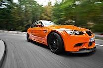 Skrigende orange BMW M3 i Bil Magasinet