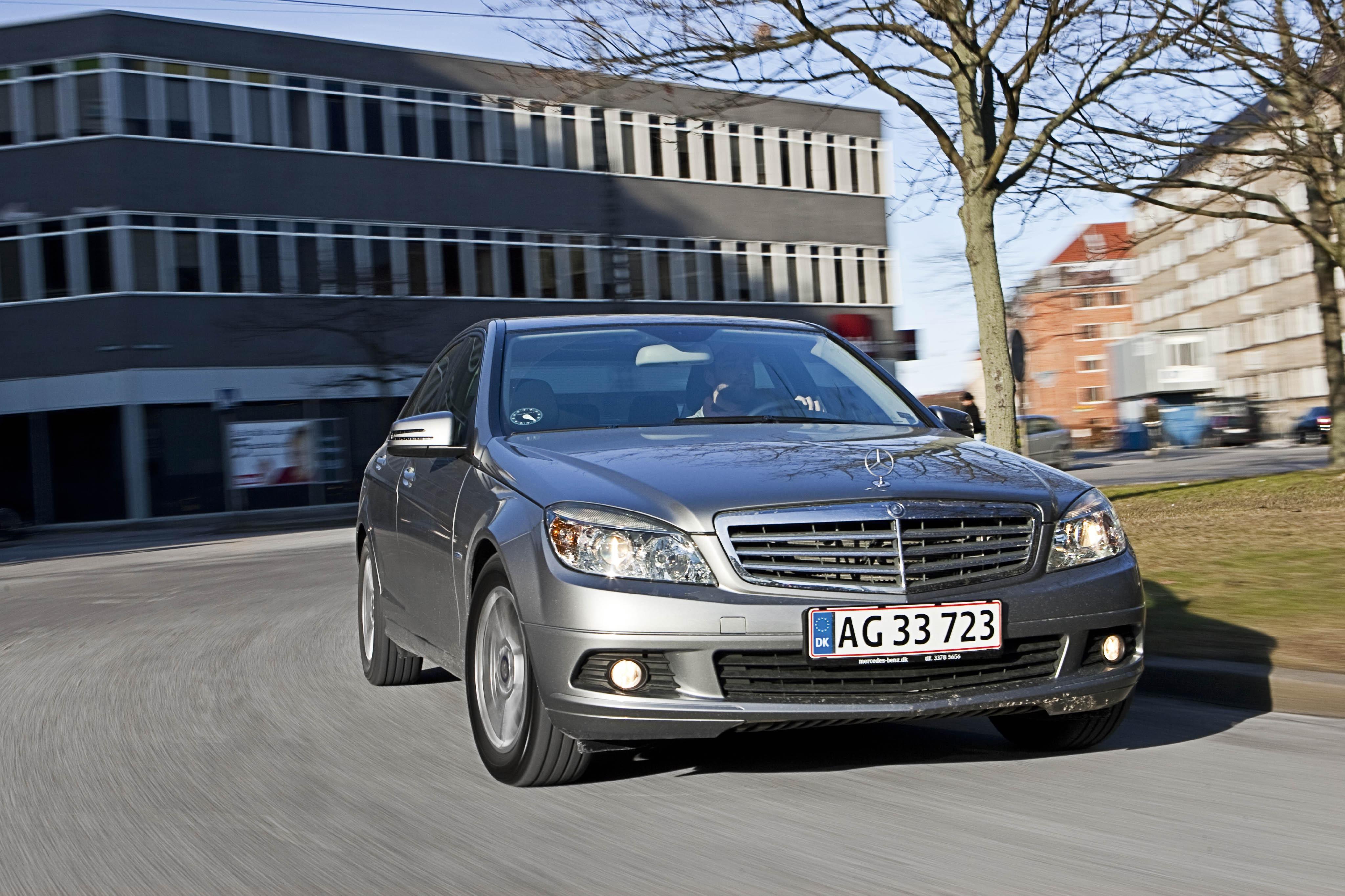 Mercedes c 180 cgi for Garage mercedes lille