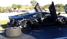 79-årig dame smadrer Aventador