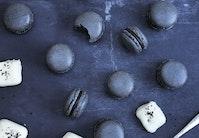 Lakridsmacarons med hvid chokolade