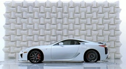 Lexus LF-A smadrer champagneglas