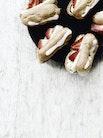 Sommerbakkelser med pistaciecreme og friske jordbær