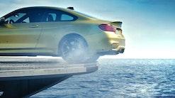 BMW M4 giver gas på hangarskib