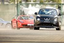 Nissan Juke R kører fra Ferrari 458, Gallardo og Mercedes SLS