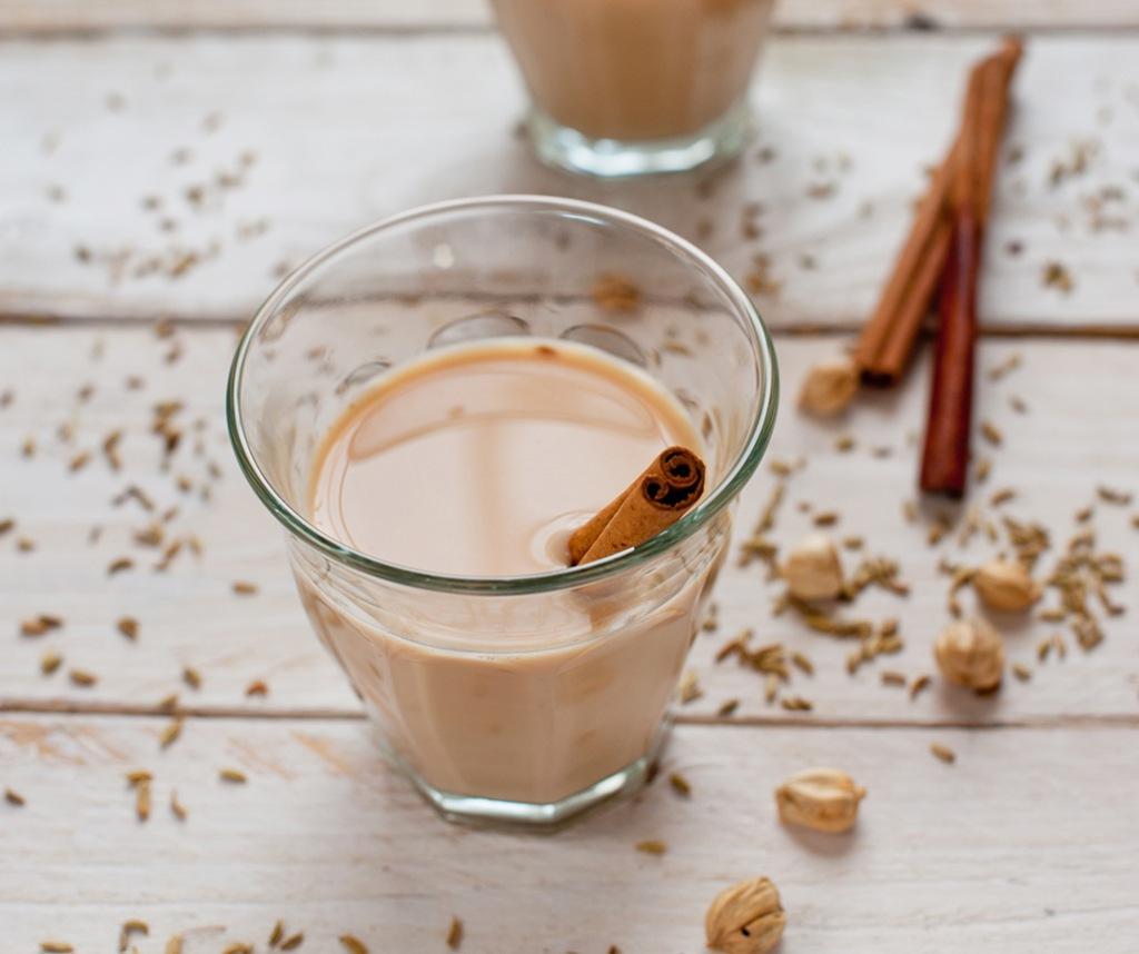 <p></p> <p><strong>Lag din egen chai</strong><strong> av te, melk, sukker eller honning og krydder.</strong></p>