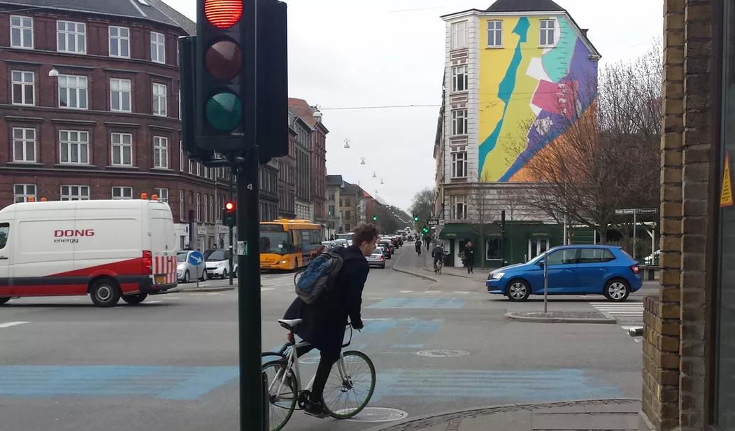 Danskerne elsker at tale i telefon n r de cykler for Garage ford bruges