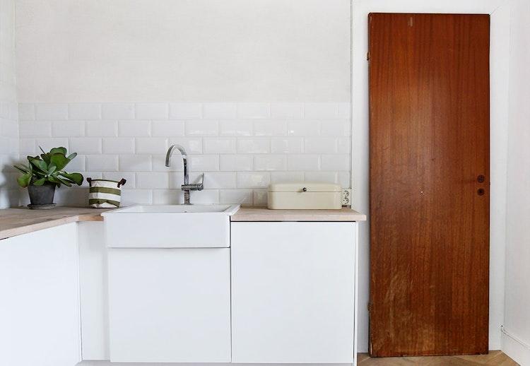 Dette kjøkkenet ble nytt på én dag! se bildene   før og etter ...