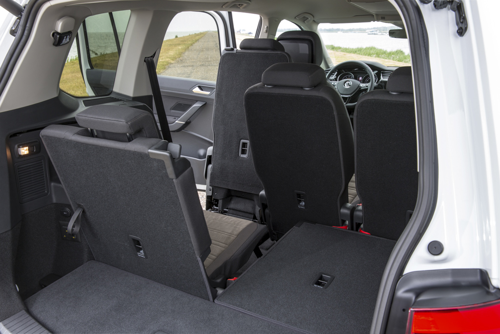 premiere test p vw touran 2015. Black Bedroom Furniture Sets. Home Design Ideas