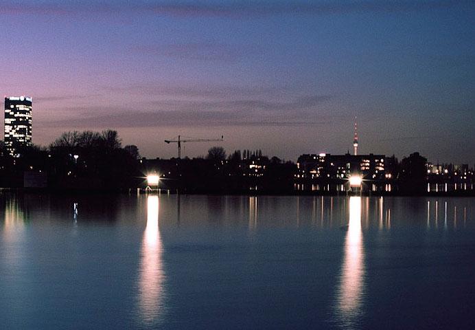 Lej en husbåd   Bo på en moderne husbåd i Berlin   Boligmagasinet.dk